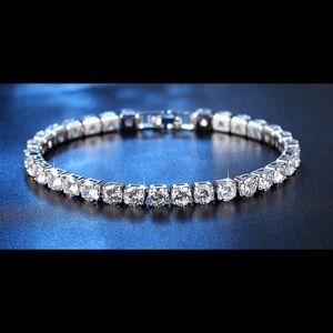Jewelry - Stunning 10K White Gold Tennis Bracelet